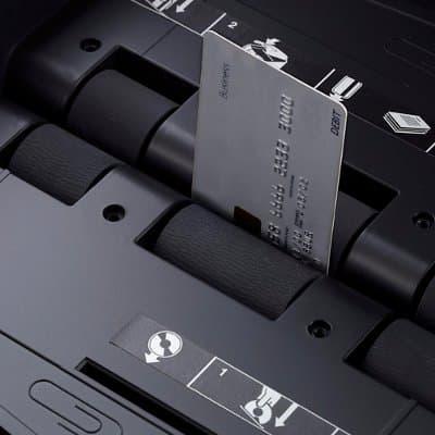 Уничтожает компакт-диски и кредитные карты